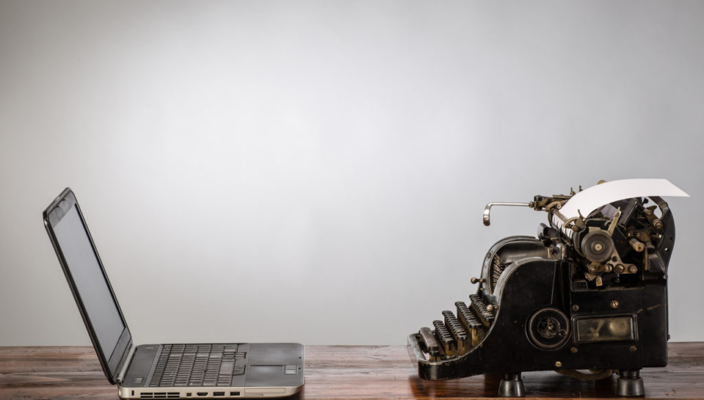 paperless-vs-typewriter